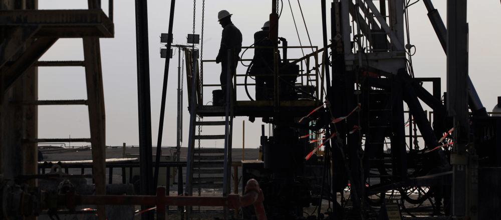 Empleados en un yacimiento petrolero