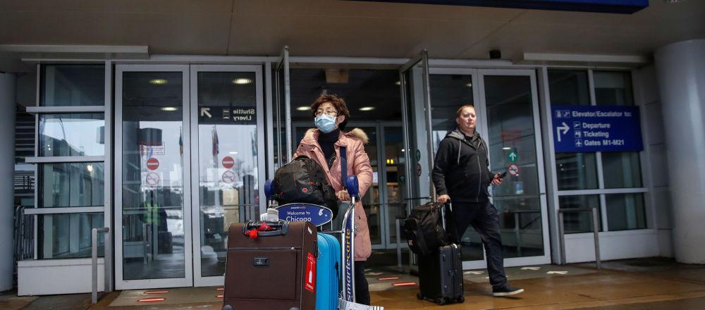 Pasajeros llegando al aeropuerto de Chicago, EEUU