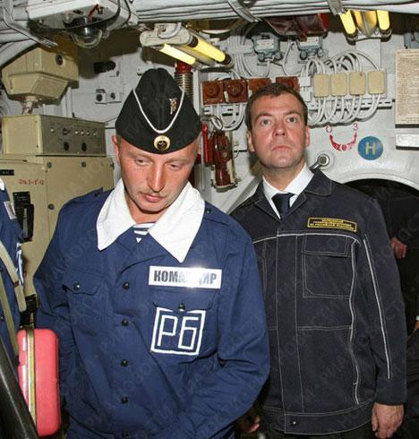 Dmitri Medvédev visita base de submarinos de la Flota del Pacífico