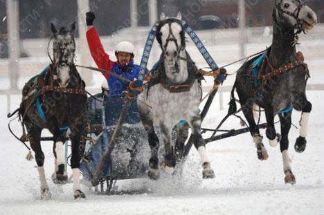 Campeonato de troikas rusas en el hipódromo de Moscú