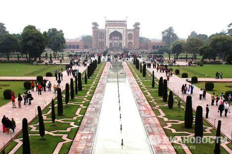 Taj Mahal, una maravilla de mármol blanco ubicada a orillas del rio Yamuna, en la India