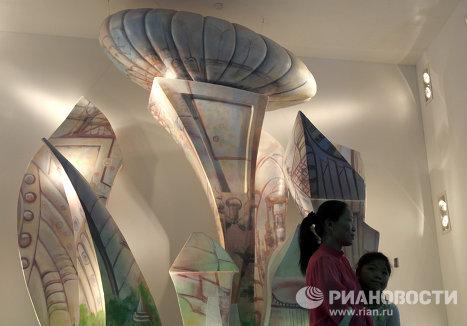 Pabellón de Rusia en la Expo 2010 de Shanghai y sus visitantes