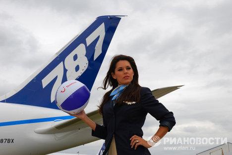 Farnborough exhibe el Boeing-787, la limusina volante
