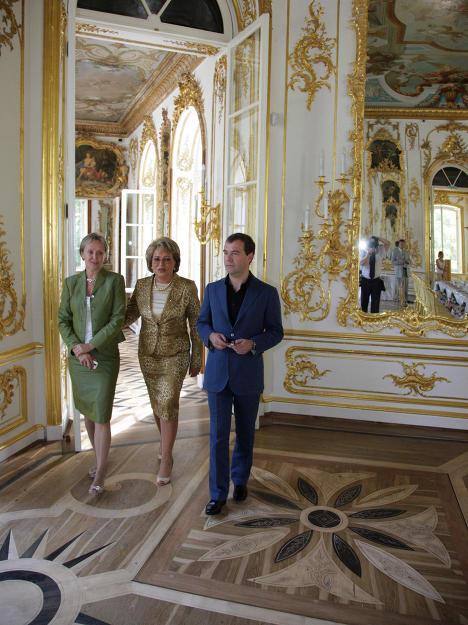 Dmitri Medvédev revisa obras de restauración en Tsarskoe Seló