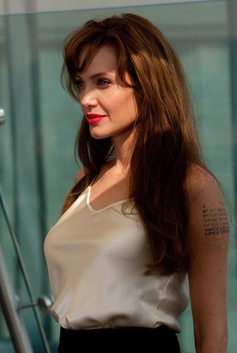 """Angelina Jolie durante la presentación del filme """"Salt"""" en Moscú"""