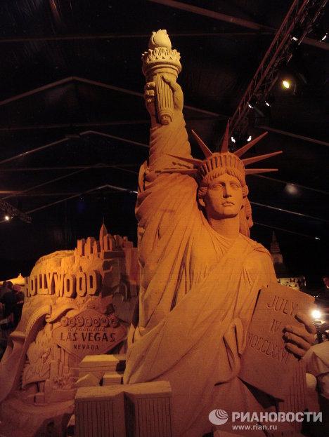 Las siete maravillas del mundo esculpidas en arena en el Festival de Bélgica