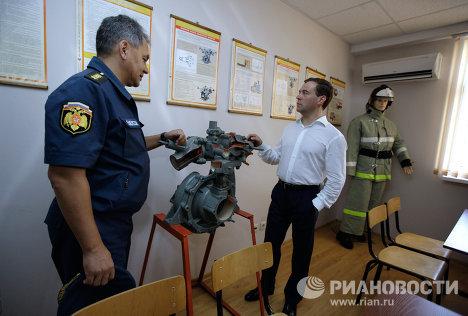 Dmitri Medvédev visita unidad de bomberos en balneario de Sochi