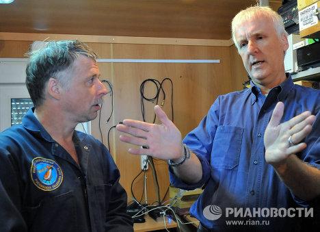 Cineasta James Cameron durante una misión submarina en el lago Baikal