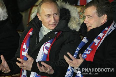 Д. Медведев и В. Путин на футбольном матче Россия - Германия