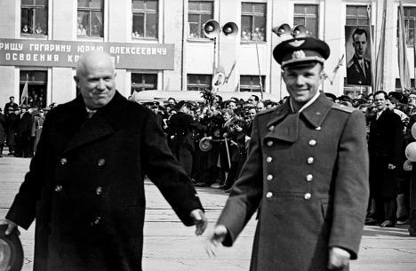 Юрий Гагарин и Никита Хрущев