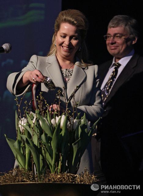 Светлана Медведева открыла выставку цветов под Амстердамом