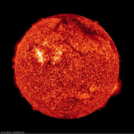 Мощный выброс плазмы произошел на Солнце