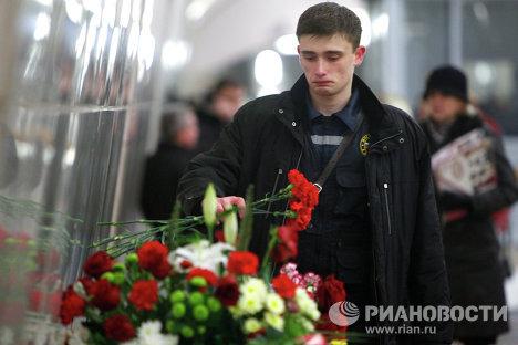 Los moscovitas no se olvidaron de los fallecidos, y el pasado  lunes, 28 de marzo, decenas de personas llevaron flores en memoria de la tragedia.