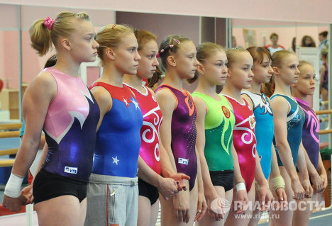 Тренировка спортивных гимнасток