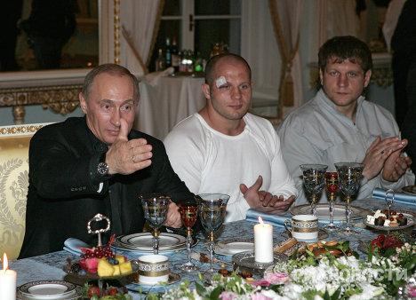 Братья Федор (в центре) и Александр (справа) Емельяненко на приеме у Владимира Путина