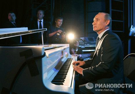 В.Путин посещает ФГБУК Государственный Театр Наций в Москве