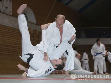 Премьер-министр РФ Владимир Путин провел тренировку по дзюдо