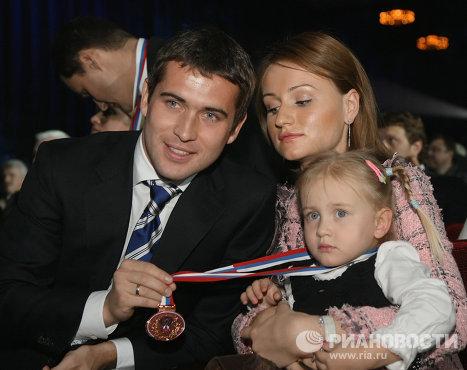 Футболист Александр Кержаков с семьей