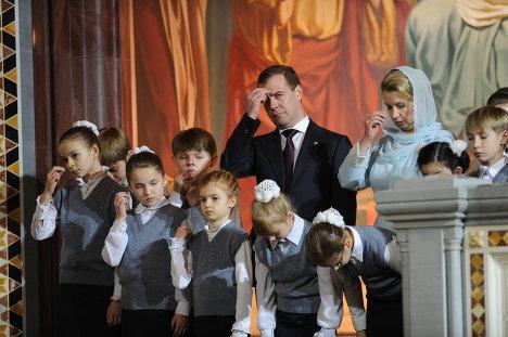 Д.Медведев на Рождественской службе в храме Христа Спасителя
