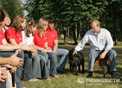 Владимир Путин во время встречи с представителями молодежных движений России в Завидово