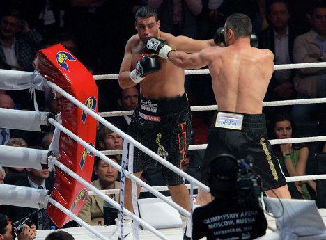 Бокс. Поединок между В. Кличко и М. Чарром