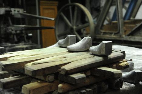 Колодки и берцы, используемые при производстве валенок