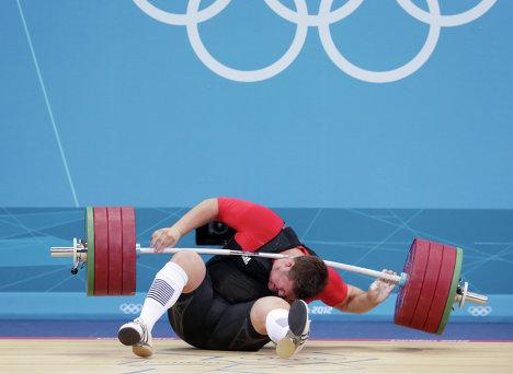 Матиас Штайнер участвует в соревнованиях по тяжелой атлетике на ХХХ летних Олимпийских играх в Лондоне