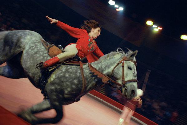 Виолетта Серж-Александрова и конно-акробатический ансамбль Атаман