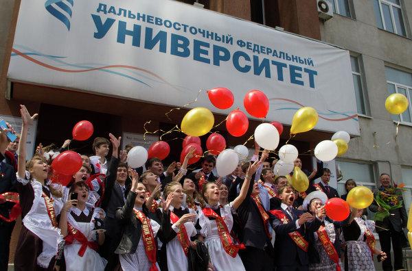 Последние школьные звонки во Владивостоке