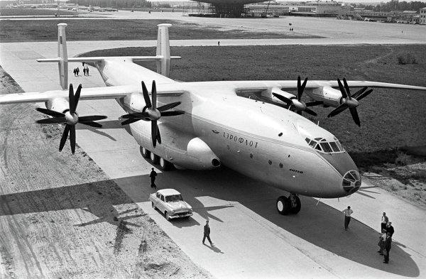 Самолет Ан-22 Антей