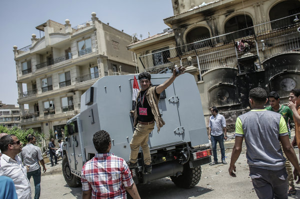 Протестующие разгромили офис Братьев-мусульман в Каире