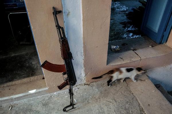 В одном из домов, освобожденных от боевиков, в центре города Маалула