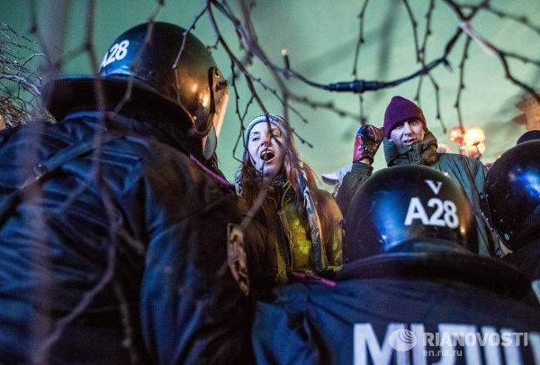 Полиция вытеснила митингующих с площади Независимости