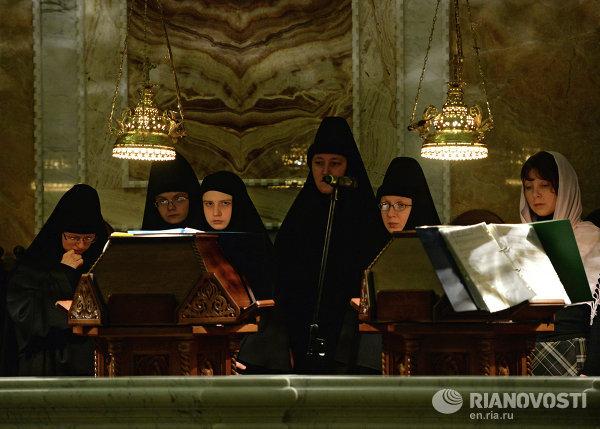 Церковный хор на рождественском богослужении в соборе Александра Невского Ново-Тихвинского женского монастыря в Екатеринбурге