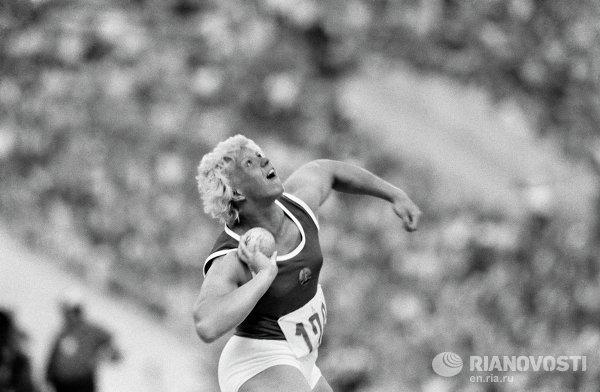 Олимпийская чемпионка Илона Слупянек-Шокнехт (ГДР)
