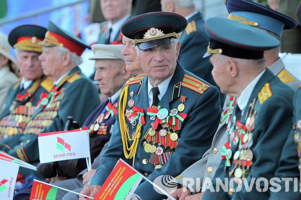 Ветераны Великой Отечественной войны на военном параде в Минске