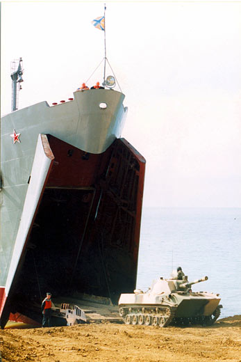 Desembarco de una unidad de Infantería de Marina de la Flota Rusa del mar Negro en la base naval de Sebastopol.