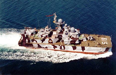 El aerodeslizador portamisiles Bora en el puerto de Sebastopol.