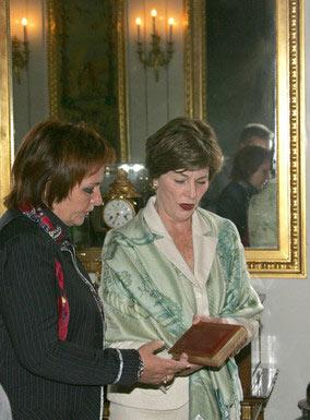 Las esposas de los presidentes de Rusia y EEUU, Liudmila Putina y Lora Bush (de derecha a izquierda), visitaron Pavlovsk.
