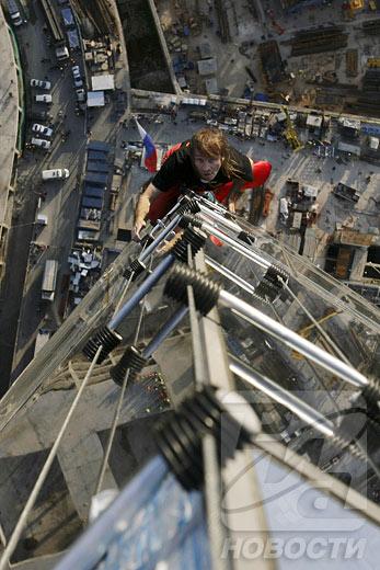 El 'hombre araña' escaló el rascacielos más alto de Europa
