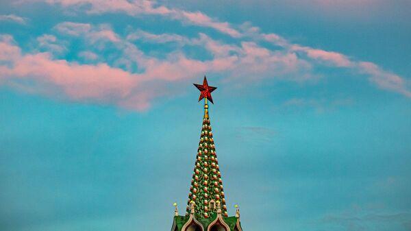 Una torre del Kremlin de Moscú - Sputnik Mundo