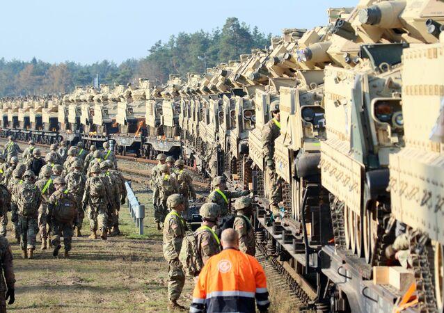 Militares estadounidenses y los tanques Abrams en Lituania (2019)