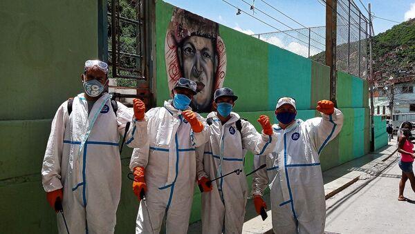 Brigada Comuna de Trabajo y Producción encargada de la desinfección - Sputnik Mundo