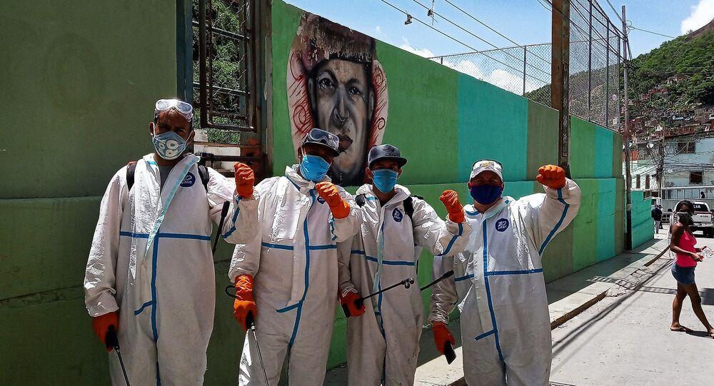 Brigada Comuna de Trabajo y Producción encargada de la desinfección
