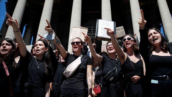 Feministas protestan en París, Francia - Sputnik Mundo