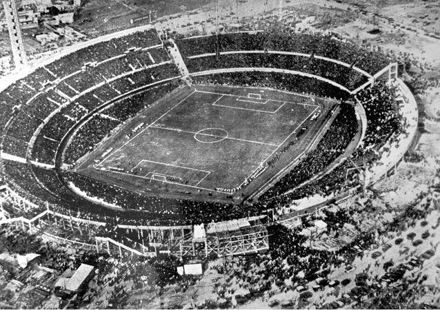 En esta foto de archivo del 30 de julio de 1930, una vista aérea del estadio Centenario en Montevideo, Uruguay.