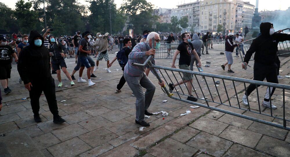 Protestas en Serbia por medidas contra COVID-19