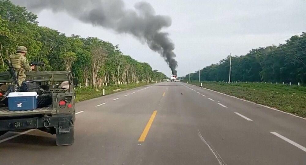 Una aeronave incendiada