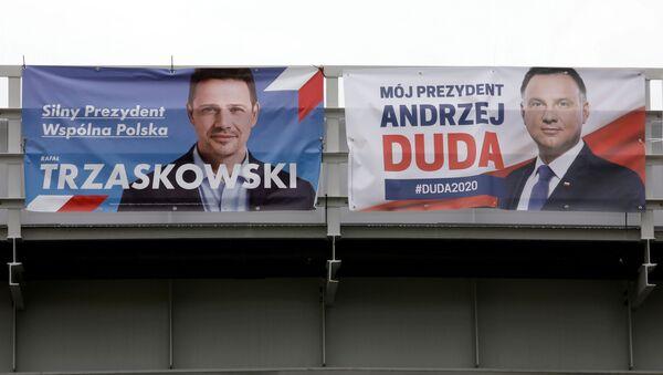 Carteles electorales de Andrzej Duda y Rafal Trzaskowski en Polonia - Sputnik Mundo