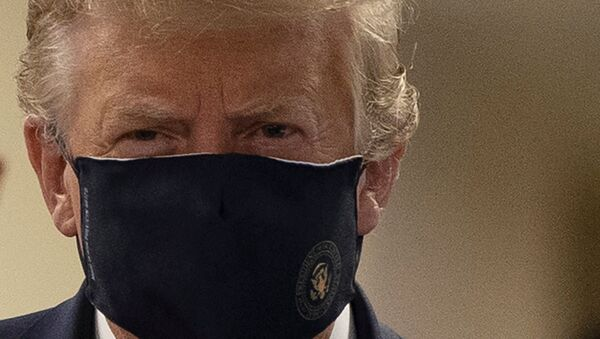 Donald Trump, presidente de EEUU, con una mascarilla - Sputnik Mundo